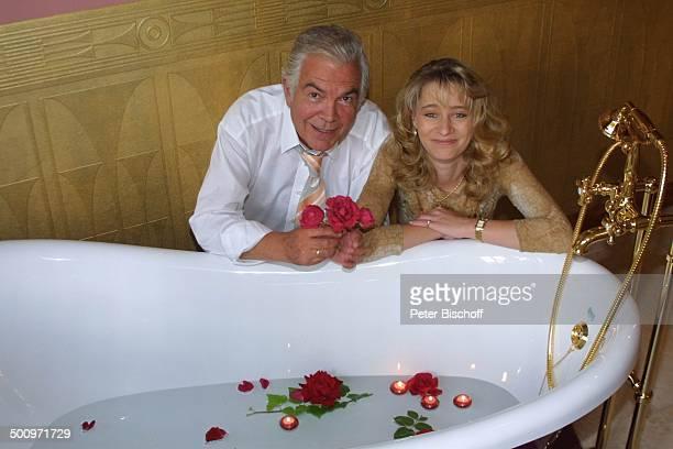 Claus Wilcke Ehefrau Janine Amann Rothenburg ob der Tauber GesundheitsZentrum Vitalis WellnessHotel Schauspieler Rose Blume Blüte Blütenblätter...