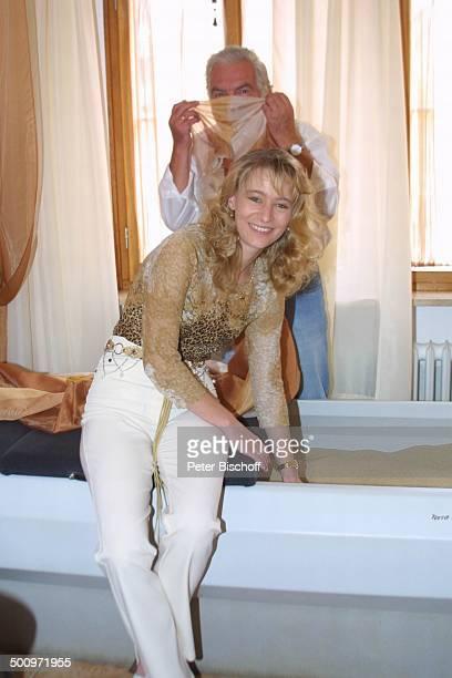Claus Wilcke Ehefrau Janine Amann Rothenburg ob der Tauber GesundheitsZentrum Vitalis WellnessHotel Schauspieler Tuch Badewanne Promi PNr 764/2004 HS...