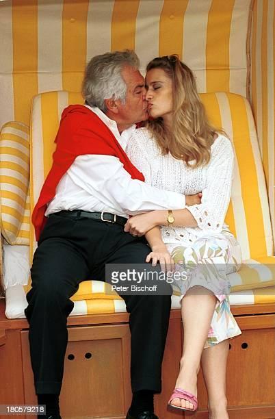 Claus Wilcke Lebensgefährtin Janine Amann Homestory Hamburg Strandkorb umarmen Kuss