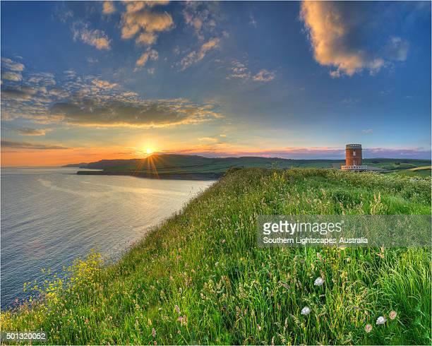 clavell's tower, kimmeridge bay, dorset, england. - 英国 ドーセット ストックフォトと画像