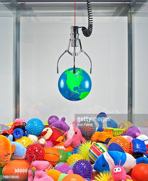 Claw Machine, dropping the world