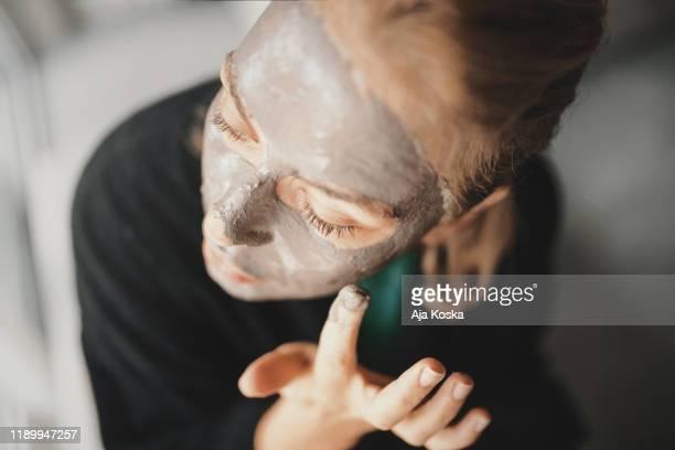 粘土は私の肌の自然な治療法です。 - 粘土 ストックフォトと画像