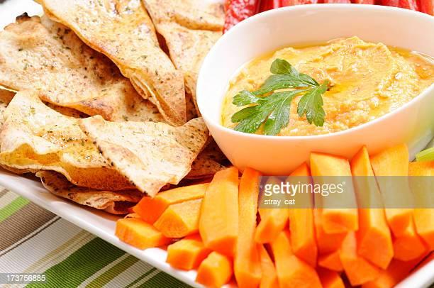 Limpar a comer série: Chips árabe e vermelho Pimenta Hummus