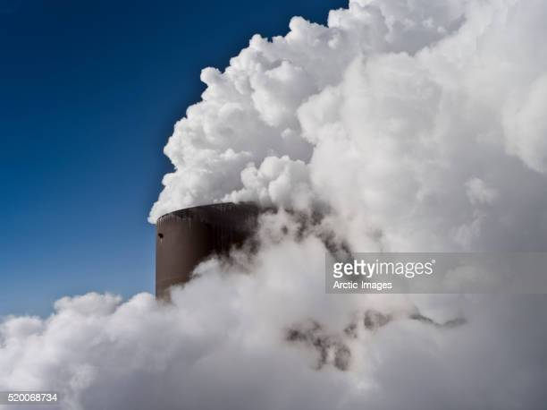 clean geothermal steam from pipes, the hellisheidi geothermal power plant, iceland - 火力発電所 ストックフォトと画像