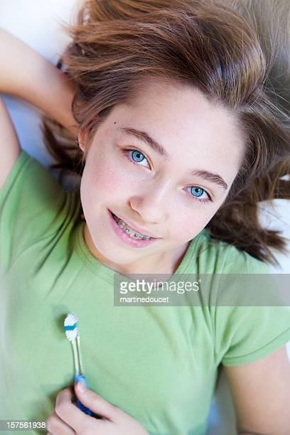 Pulire i denti con bretelle serie