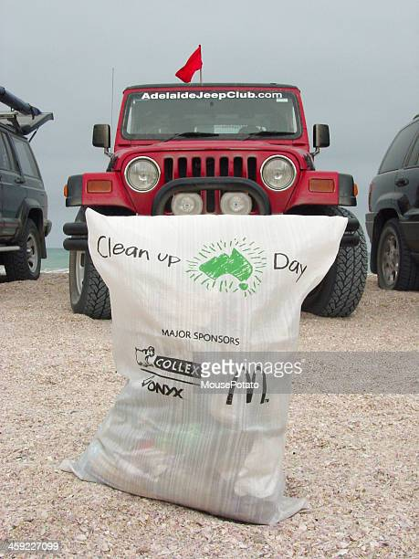 clean up australia day, coorong 4x4 clubs involved in s.a. - test track stock pictures, royalty-free photos & images