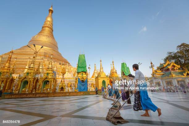 Clean up space around Shwedagon Pagoda