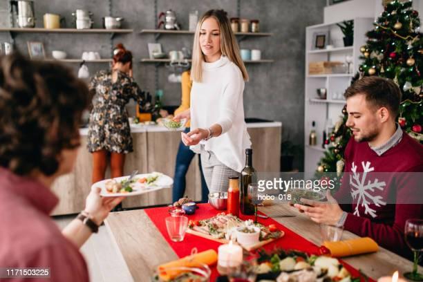 städning matbord efter middagen - cleaning after party bildbanksfoton och bilder