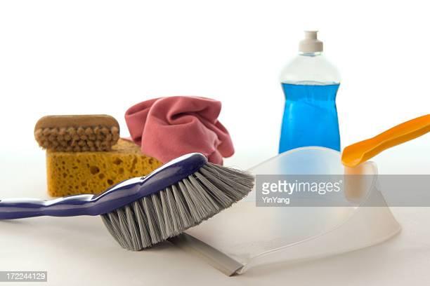 Nettoyage et Dépoussiérage avec des outils de nettoyage, détergent produit pour faire le ménage