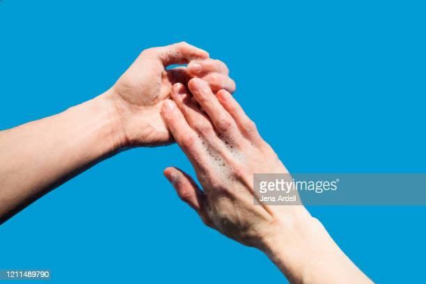 cleaning hands, washing hands personal perspective - foam finger - fotografias e filmes do acervo