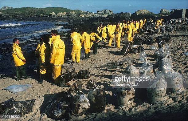 Cleaning of the oil-covered coast due to the sinking of the Amoco Cadiz in Portsall, France in March, 1978.