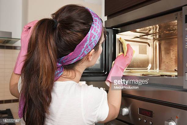 limpieza del horno - limpiar fotografías e imágenes de stock