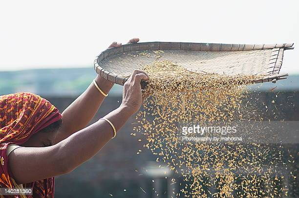 Cleaning rice