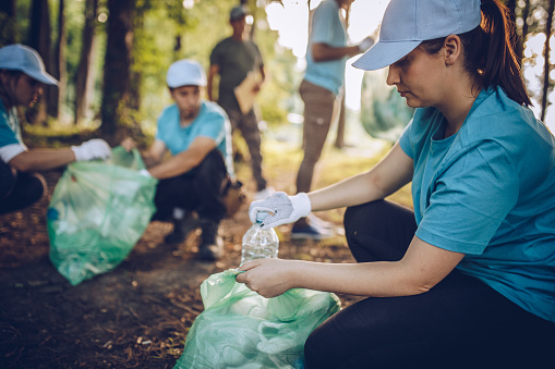 Cleaning the environment together 1002555134