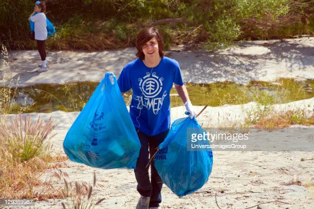 Cleaning up the Glendale narrows. FoLAR' annual river cleanup. Thousands of volunteers at 14 sites pulled out accumlated trash, mostly plastic bags,...