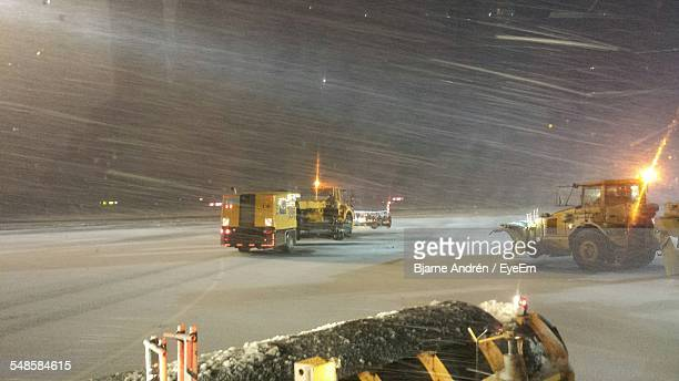cleaning vehicles on airport runway in blizzard - extreme weather stock pictures, royalty-free photos & images