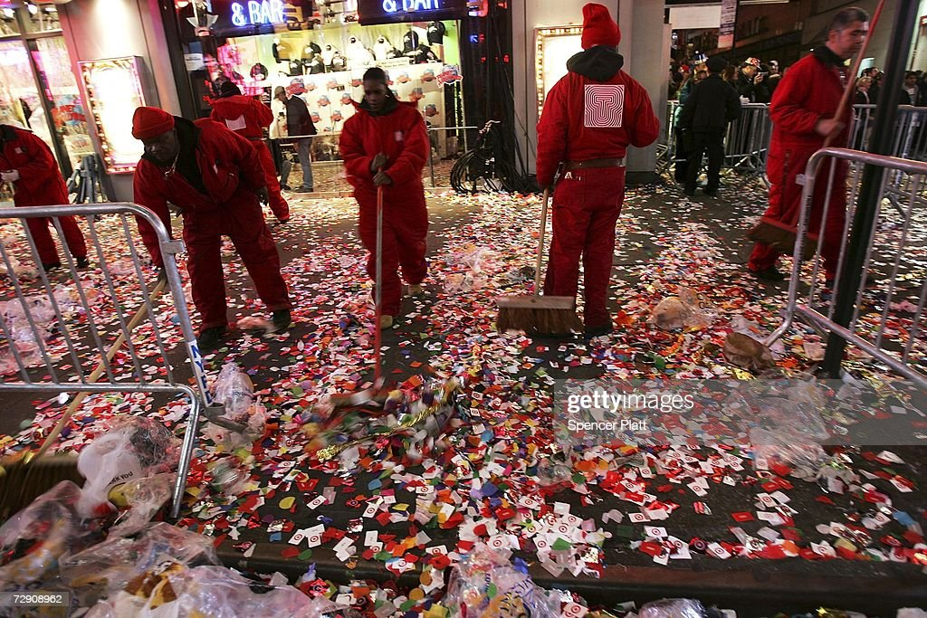 Revelers Descend on Times Square For New Years Eve : News Photo