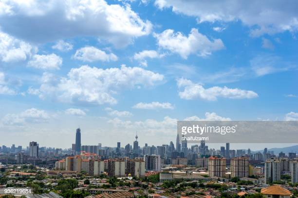 a clear and windy day in kuala lumpur, capital of malaysia. its modern skyline is dominated by the 451m tall klcc, a pair of glass and steel clad skyscrapers. - shaifulzamri fotografías e imágenes de stock