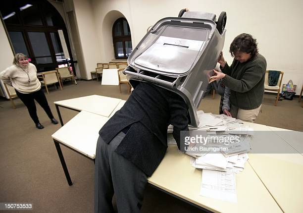 GERMANY WIESBADEN Clear the voting box Snapshot of clearing the voting box