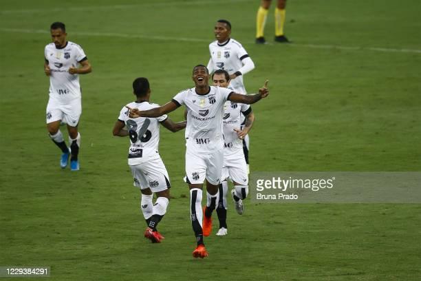 Cleber of Ceara celebrates with teammates after scoring the first goal of his team during the match between Botafogo and Ceara as part of the...