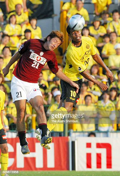 Cleber of Kashiwa Reysol and Tomoyuki Hirase of Vissel Kobe compete for the ball during the JLeague match between Kashiwa Reysol and Vissel Kobe at...