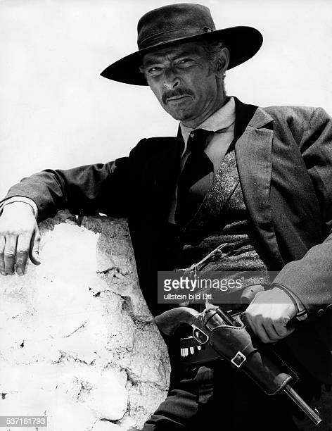 Cleef, Lee van , Schauspieler, USA, - als Colonel Mortimer in dem Western 'Fuer ein paar Dollar mehr', - 1965