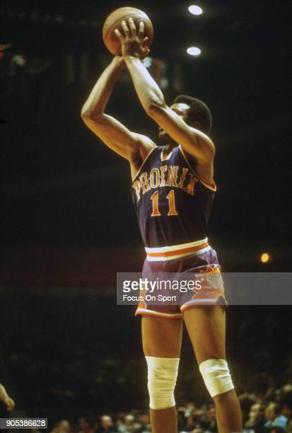 Clem Haskens of the Phoenix Suns shoots against the Capital Bullets during an NBA basketball game circa 1974 at the Capital Centre in Landover...