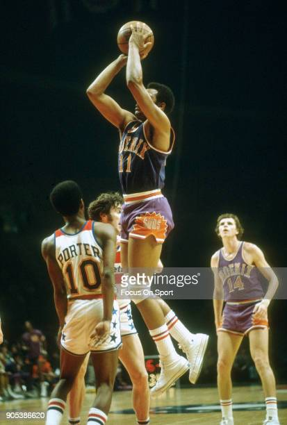 Clem Haskens of the Phoenix Suns shoots over Kevin Porter of the Capital Bullets during an NBA basketball game circa 1974 at the Capital Centre in...