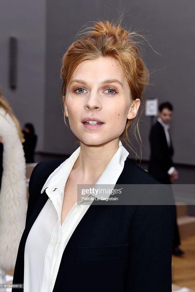 Chloe : Front Row  - Paris Fashion Week Womenswear Fall/Winter 2016/2017 : News Photo