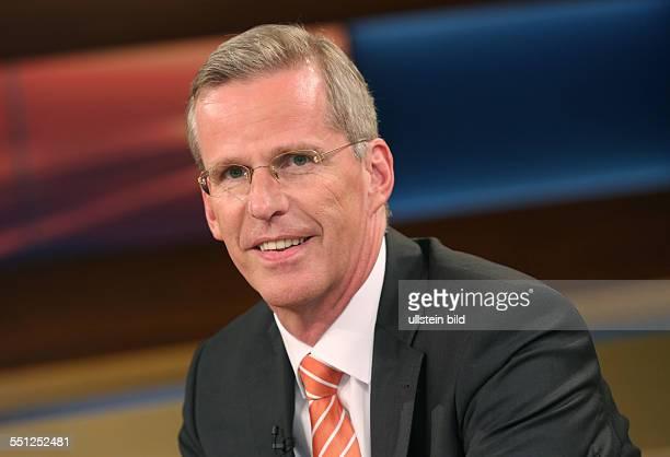Clemens Binninger in der ARDTalkshow ANNE WILL am in Berlin Thema der Sendung Vertrauen ist gut Spionieren ist besser Geht so deutschamerikanische...
