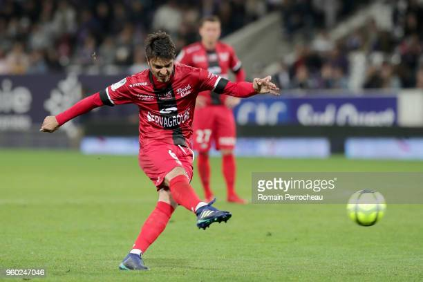 Clement Grenier of Guingamp scores a goal during the Ligue 1 match between Toulouse and EA Guingamp at Stadium Municipal on May 19 2018 in Toulouse