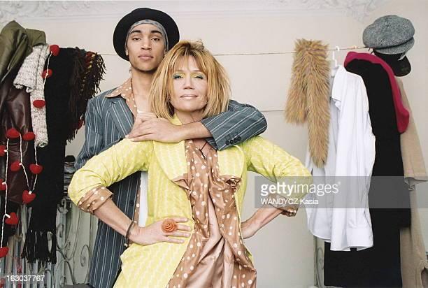 Clementine Celarie And Her Son Abraham Attitude de Clémentine CELARIE les mains sur les hanches posant avec son fils aîné Abraham DIALLO 18 ans la...