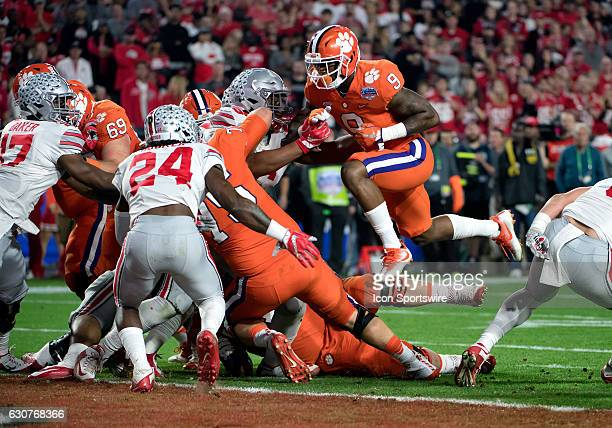 Clemson Tigers running back Wayne Gallman sells the fake hand off allowing quarterback Deshaun Watson to score during first quarter of the...