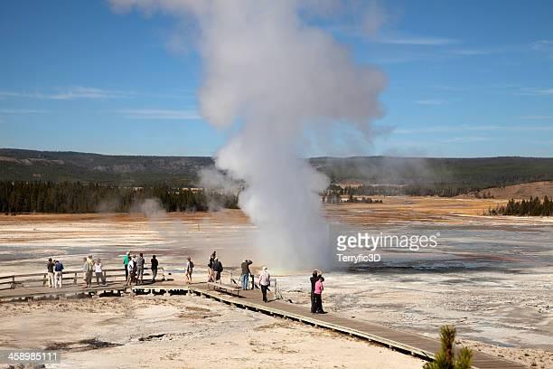 clepsydra geyser, yellowstone national park - terryfic3d stockfoto's en -beelden