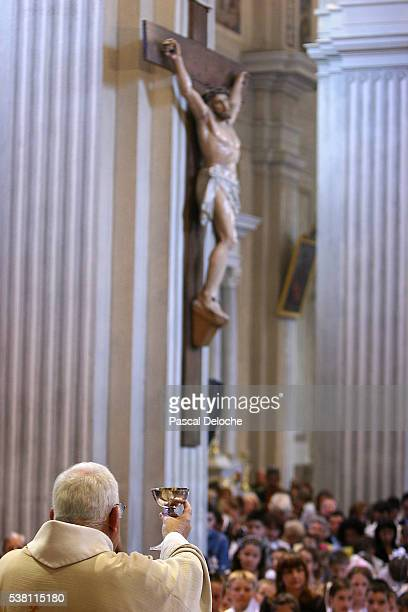 clergy giving the eucharist - sallanches stock pictures, royalty-free photos & images