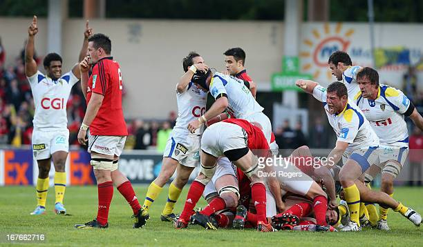 Clermont Auvergne celebrate their victory at the final whistle during the Heineken Cup semi final match between Clermont Auvergne and Munster at...
