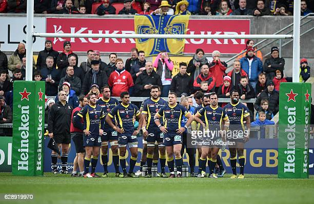 Clermont Auvergne players watch on as Paddy Jackson lines up a penalty during the European Champions Cup game between Ulster and ASM Clermont...