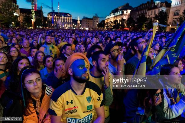 Clermont supporters react on the Place de Jaude square in Clermont-Ferrand, central France, as they watch on a giant screen the French Top 14 rugby...