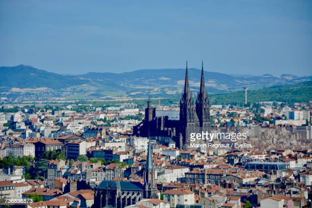 clermont-ferrand cathedral with cityscape against sky - クレルモンフェラン ストックフォトと画像