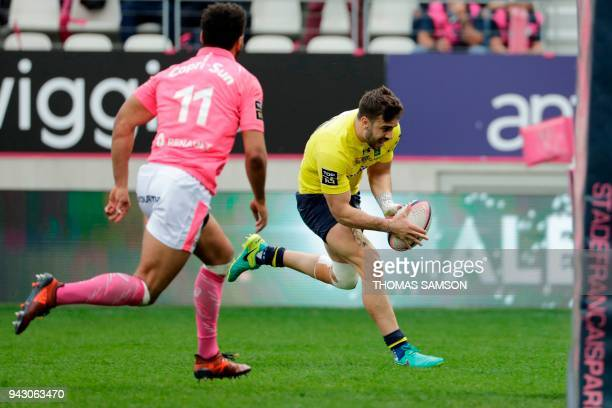 Clermont's Argentinian flyhalf Patricio Fernandez scores a try during the French Top 14 rugby union match between Stade Francais and Clermont on...