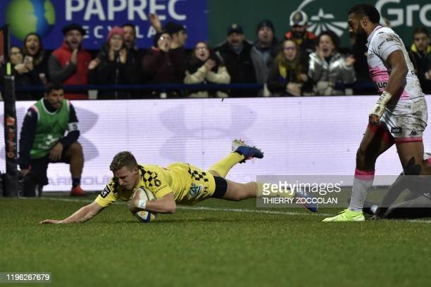 Clermont's Australian flyhalf Jake Mcintyre scores a try during the French Top 14 Rugby union match ASM Clermont vs Stade Francais at the Michelin...