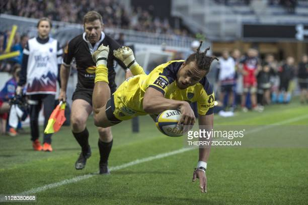 Clermont's Australian wing Peter Betham scores a try during the French Top14 rugby union match between ASM Clermont and FC Grenoble Rugby at the...