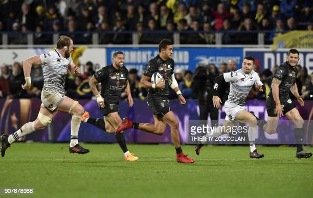 Clermont's Australian winger Peter Betham runs with the ball during the European Rugby Champions Cup rugby union match between Clermont and Ospreys...