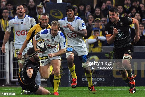 Clermont's Dutch fullback Nick Abendanon runs with the ball to score a try during the European Rugby Champions Cup 1/4 final match between Clermont...