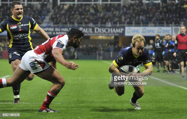 Clermont's English fullback Nick Abendanon scores a try during a rugby union European Cup match between Clermont and Ulster at the Michelin stadium...