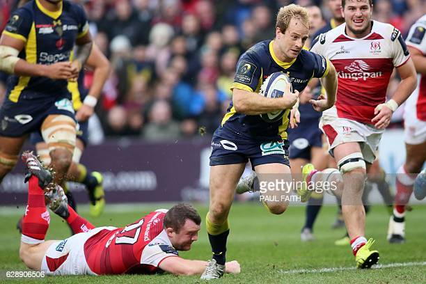 Clermont's English wing Nick Abendanon runs in a try during the European Rugby Champions Cup rugby union match between Ulster and Clermont Auvergne...