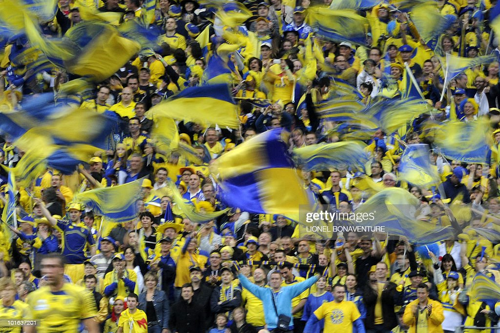 Clermont's fans celebrate after winning the French Top 14 rugby union final match Perpignan versus Clermont-Ferrand, on May 29, 2010 at the Stade de France in Saint-Denis, northern Paris. Clermont won 19-6.