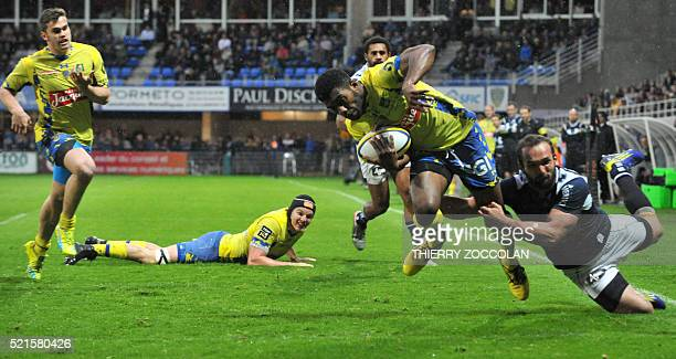 Clermont's Fidjian centre Noa Nakaitaci scores a try during the French Union Rugby match ASM Clermont vs Agen at the Michelin stadium in...