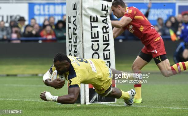 Clermont's Fidjian flanker Peceli Yato scores a try during the French Rugby union match between ASM Clermont and USAP Perpignan in ClermontFerrand on...