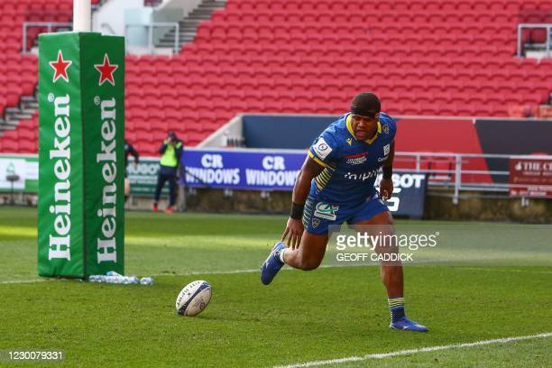 Clermont's Fiji center Apisai Naqalevu scores his team's second try during the European Rugby Champions Cup rugby union Group B match between Bristol...